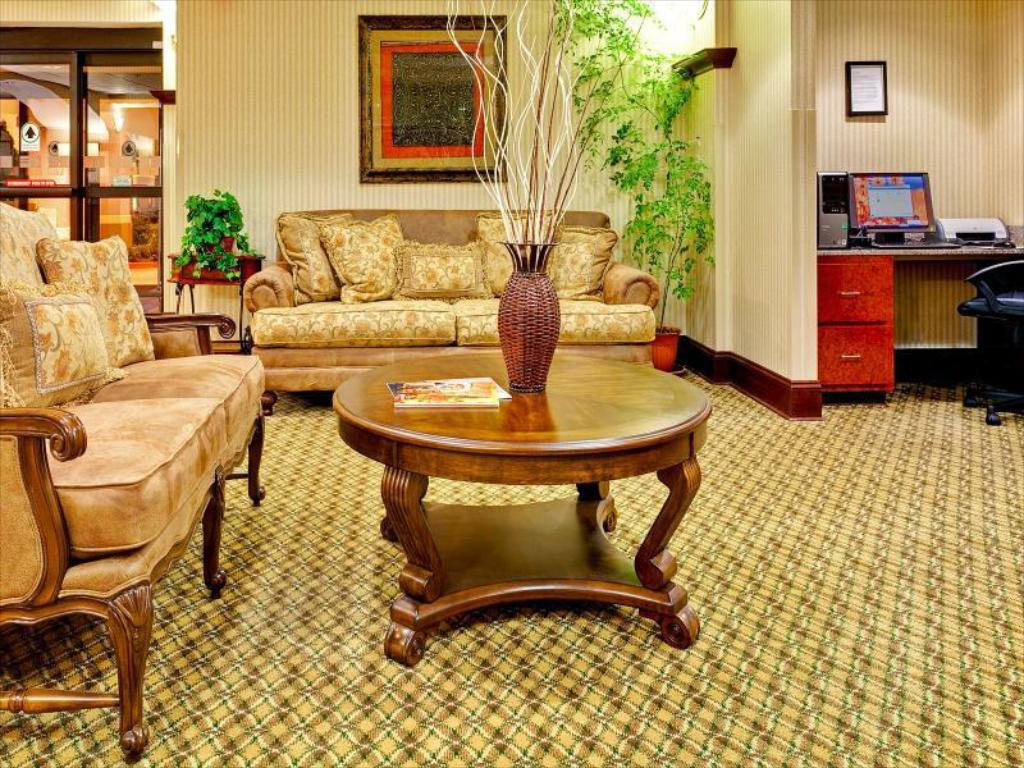 Lobby Holiday Inn Express Hotel & Suites Greenwood