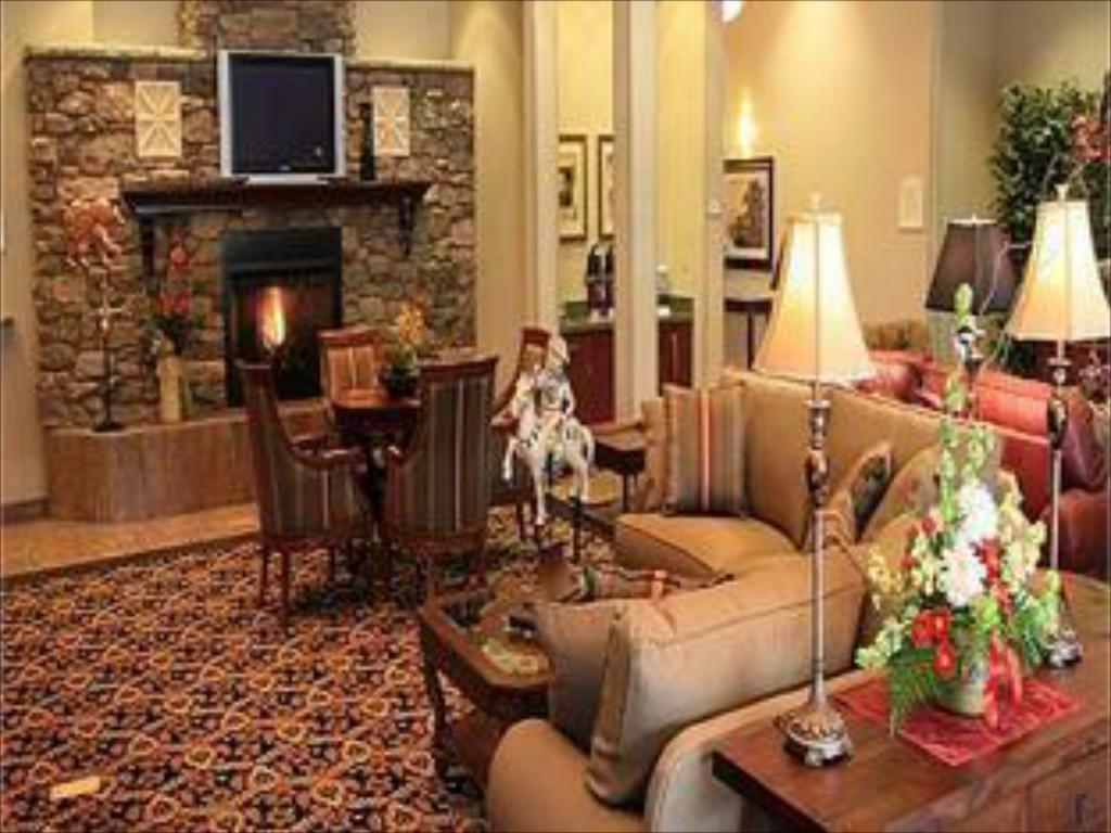 Lobby Holiday Inn Express Hotel & Suites Gold Miners Inn-Grass Valley