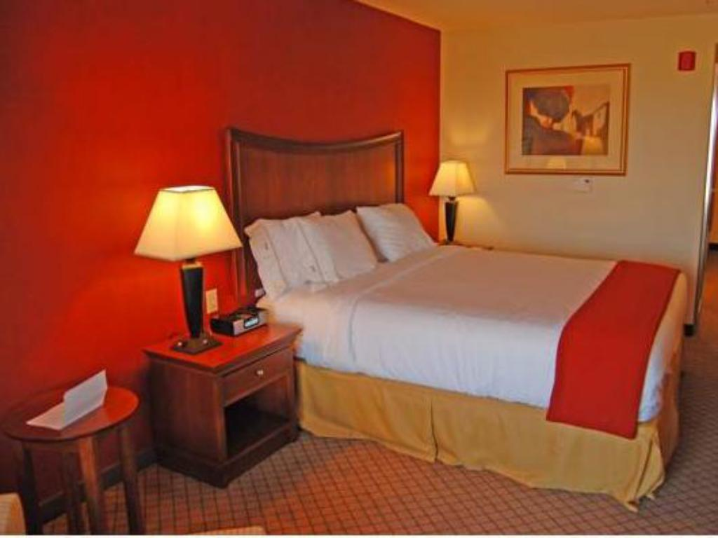 Standard - Bed Holiday Inn Express Hotel & Suites Lincoln-Roseville Area