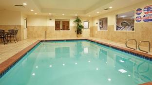 Holiday Inn Express Hotel Suites Lincoln Roseville Area