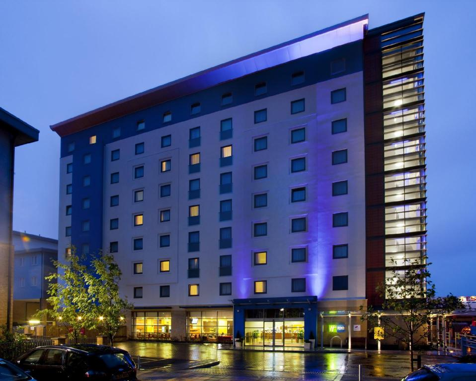 Zunanjost Holiday Inn Express Slough