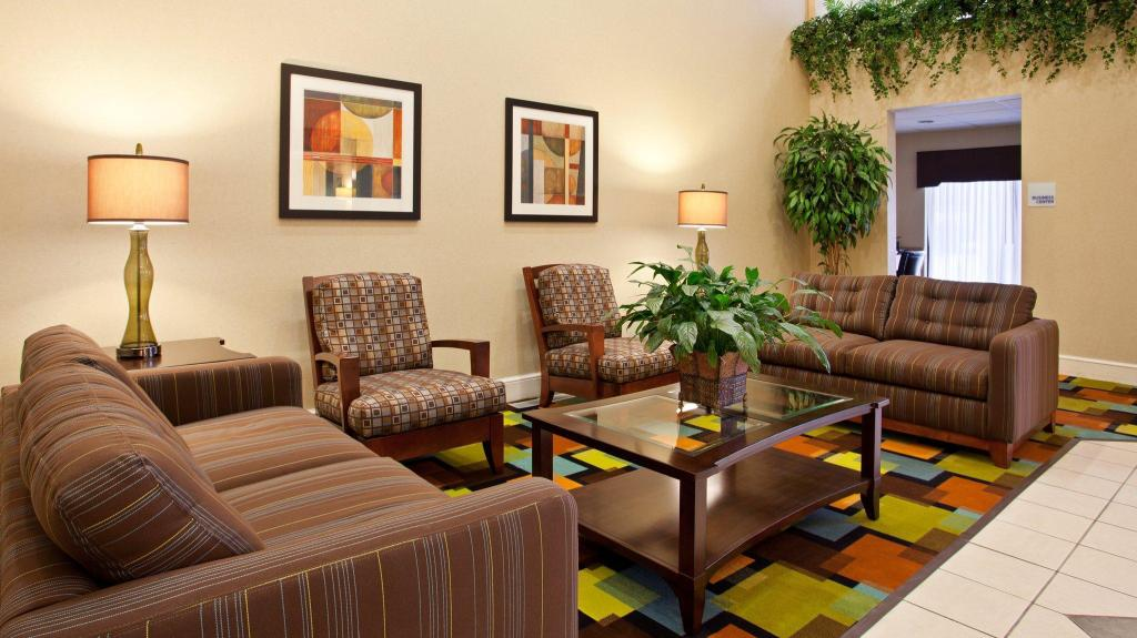 Interiér Holiday Inn Express Hotel & Suites Wadsworth