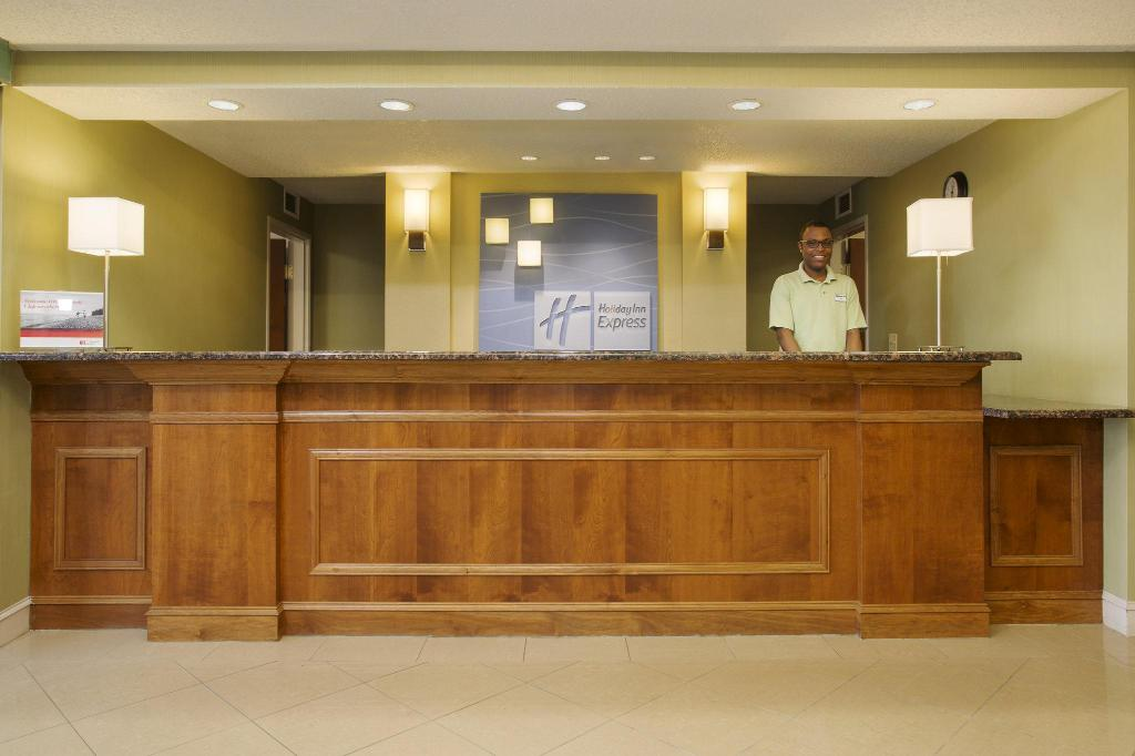 Lobby Holiday Inn Express Hotel & Suites Kalamazoo