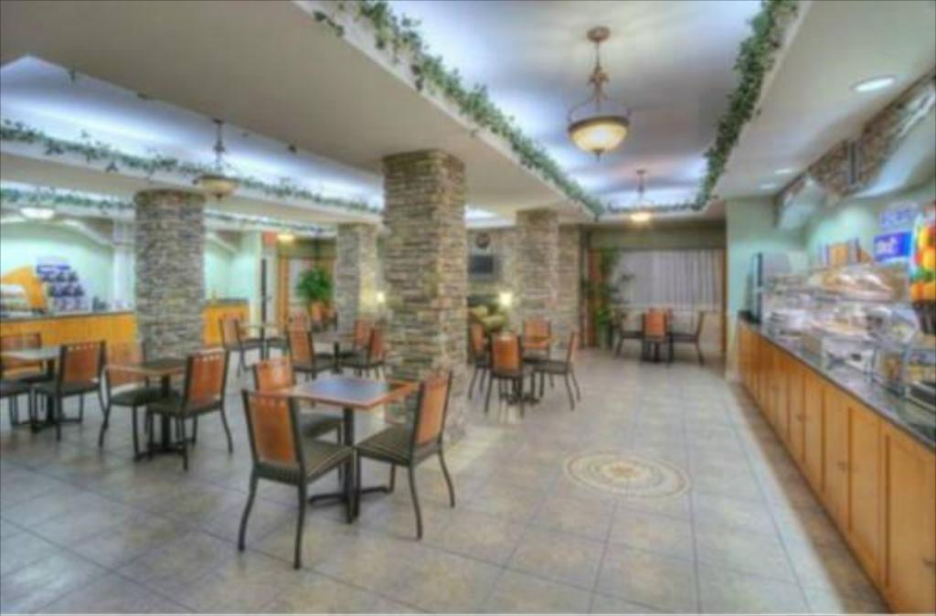 Holiday Inn Express Hotel & Suites Carlsbad in Carlsbad