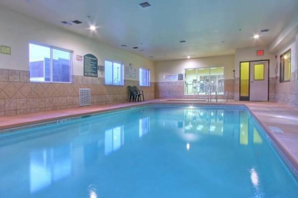 Swimming Pool Holiday Inn Express Suites Portales