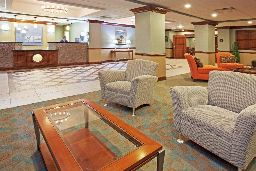 Lobby Holiday Inn Express Hotel and Suites Petersburg - Fort Lee