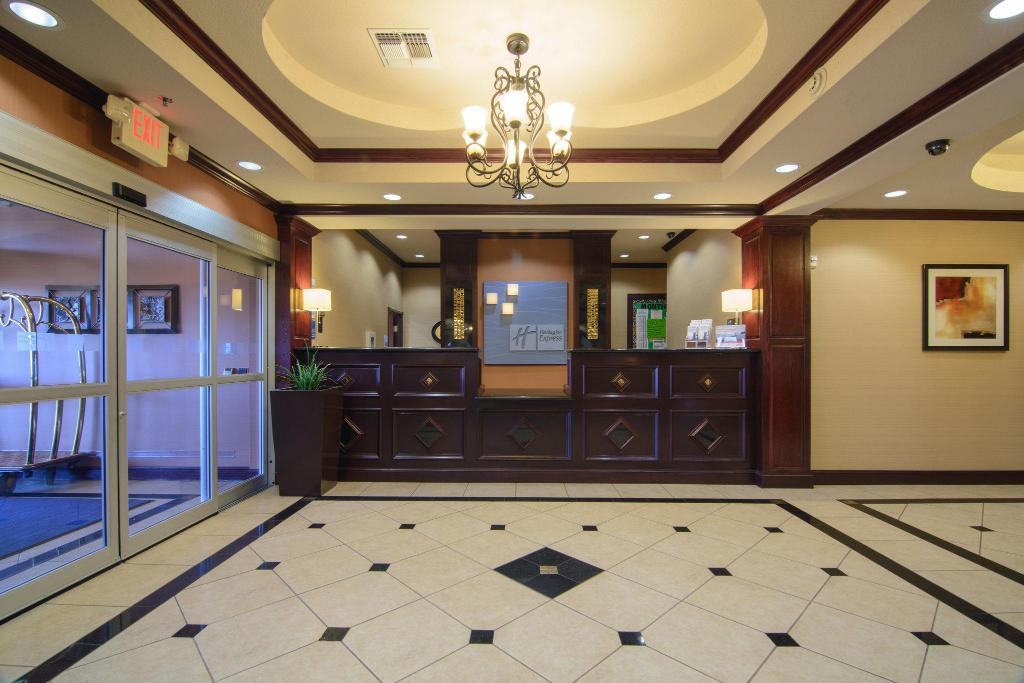 Lobby Holiday Inn Express Hotel & Suites Terrell