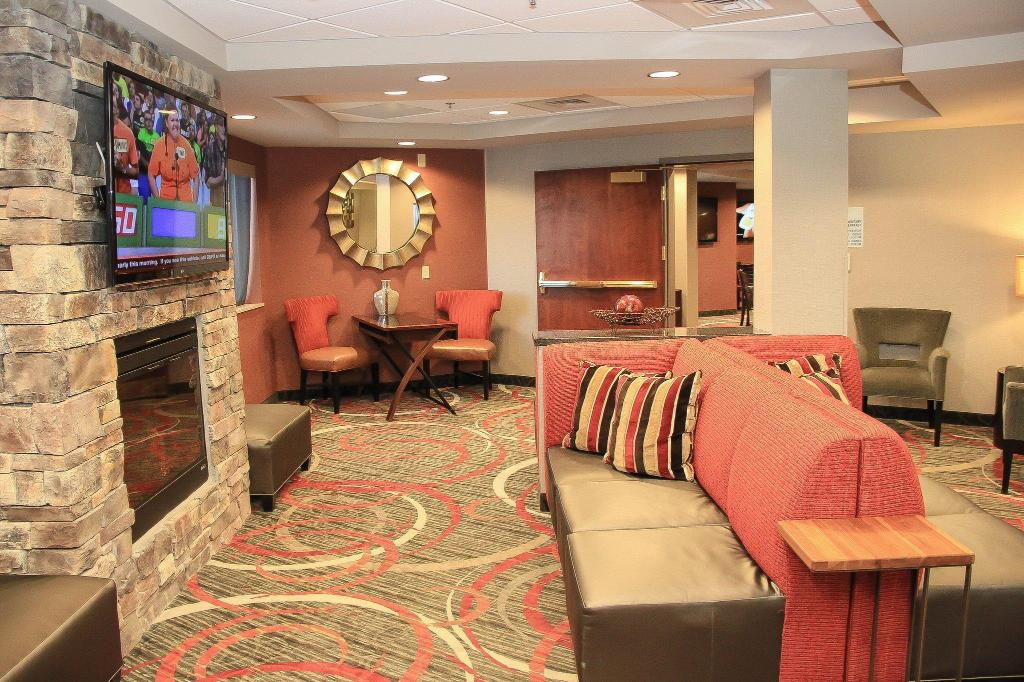 Lobby Holiday Inn Express Colorado Springs-Airport