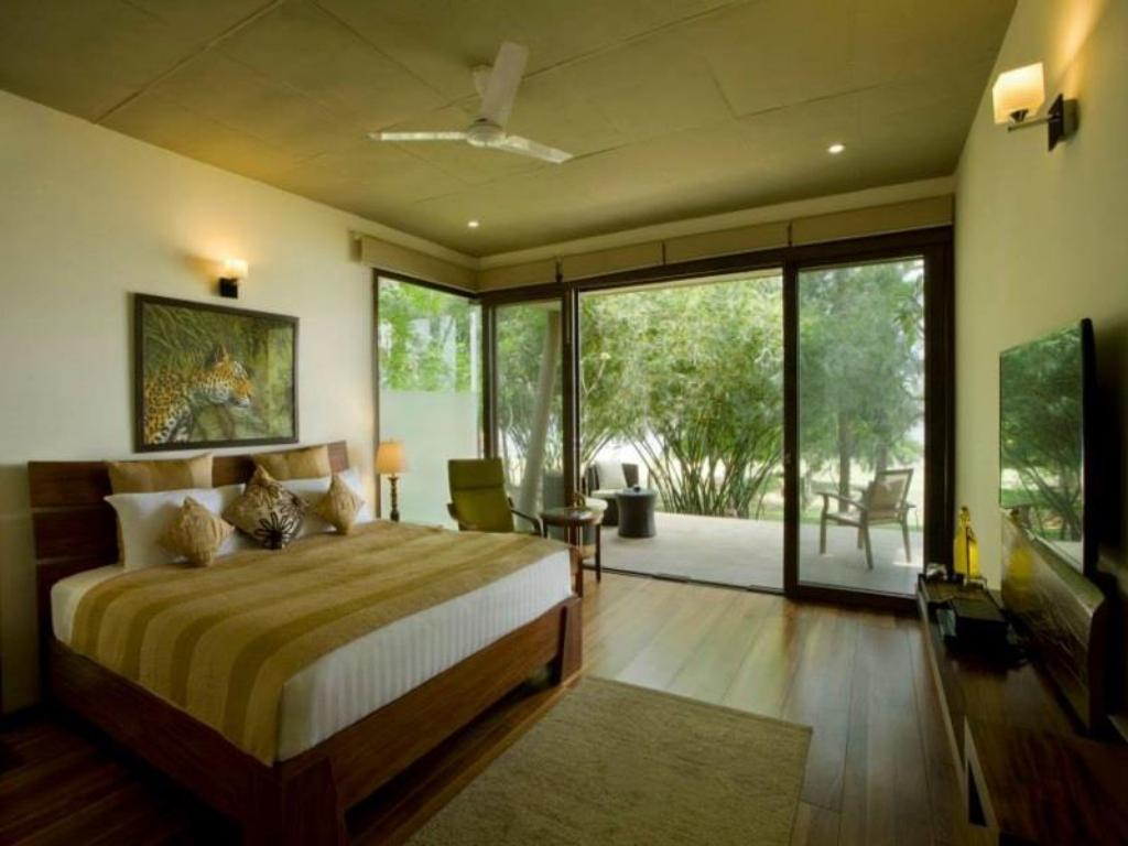 Superior King Waterwoods Lodges And Resorts