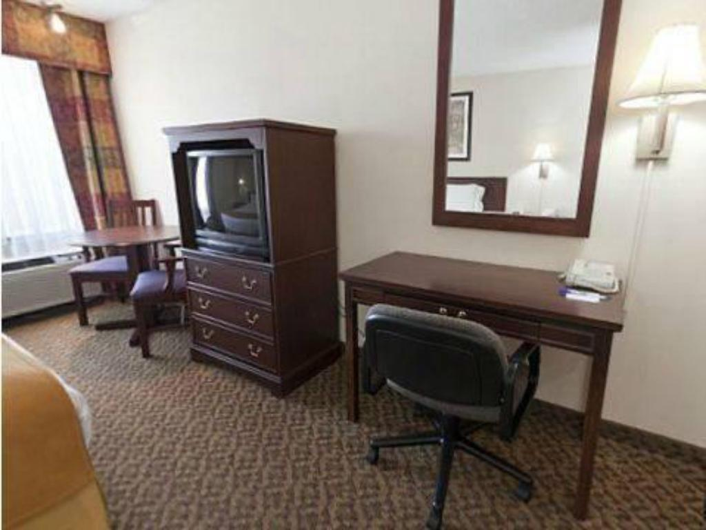 Standard - Guestroom Holiday Inn Express Osage Beach - Lake of the Ozarks