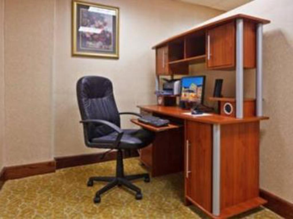 Business center Holiday Inn Express Hotel & Suites Kimball