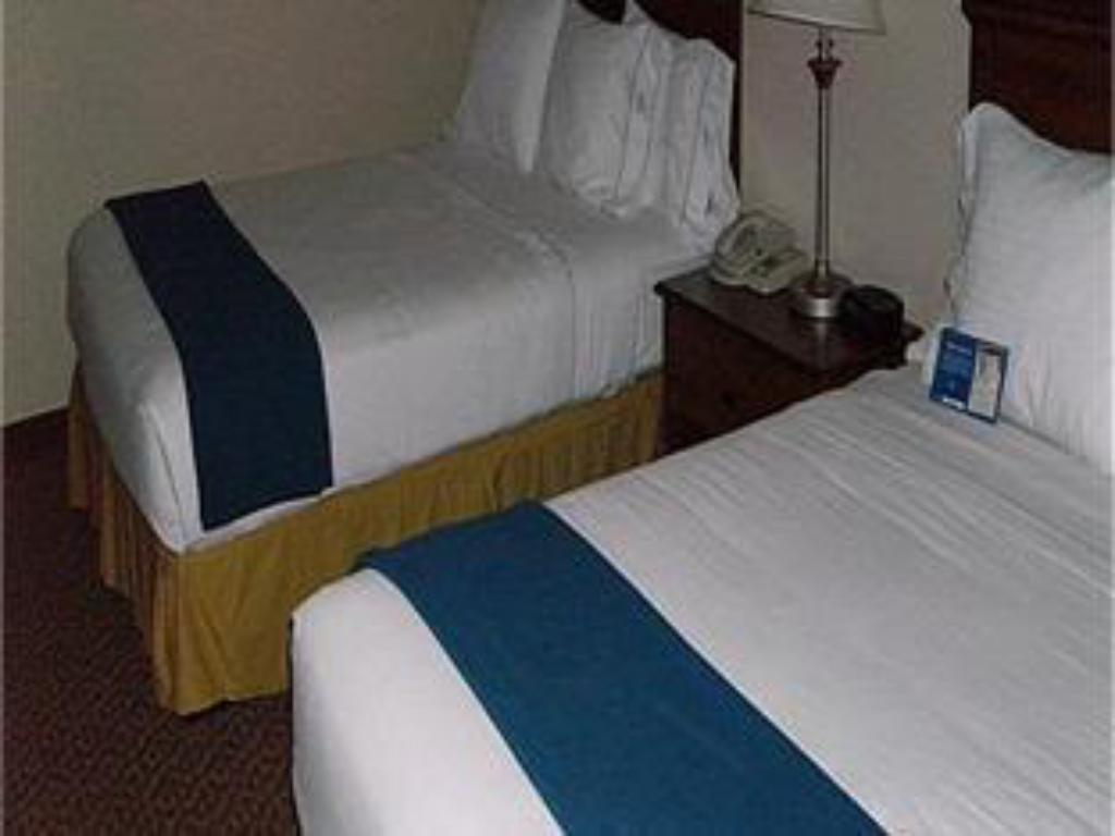 2 Queen Beds  Quality Inn and Suites Lees Summit Kansas City
