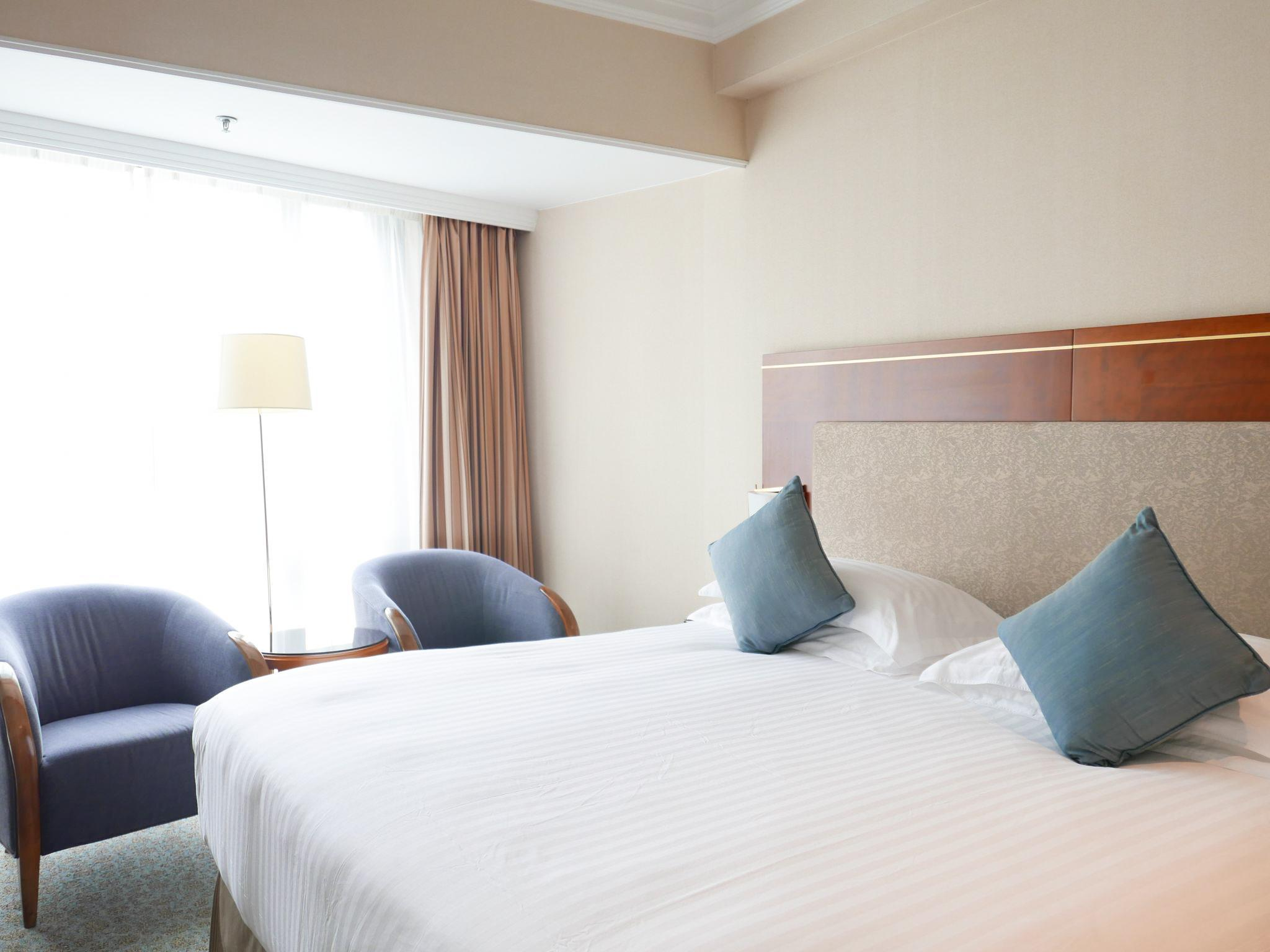 ascot asian singles Ascot is a wealthy neighbourhood, located close to the brisbane river between the airport and the city the apartment is located amongst a wide range of shops, cafes and restaurants offering a diverse options of food and dining styles.