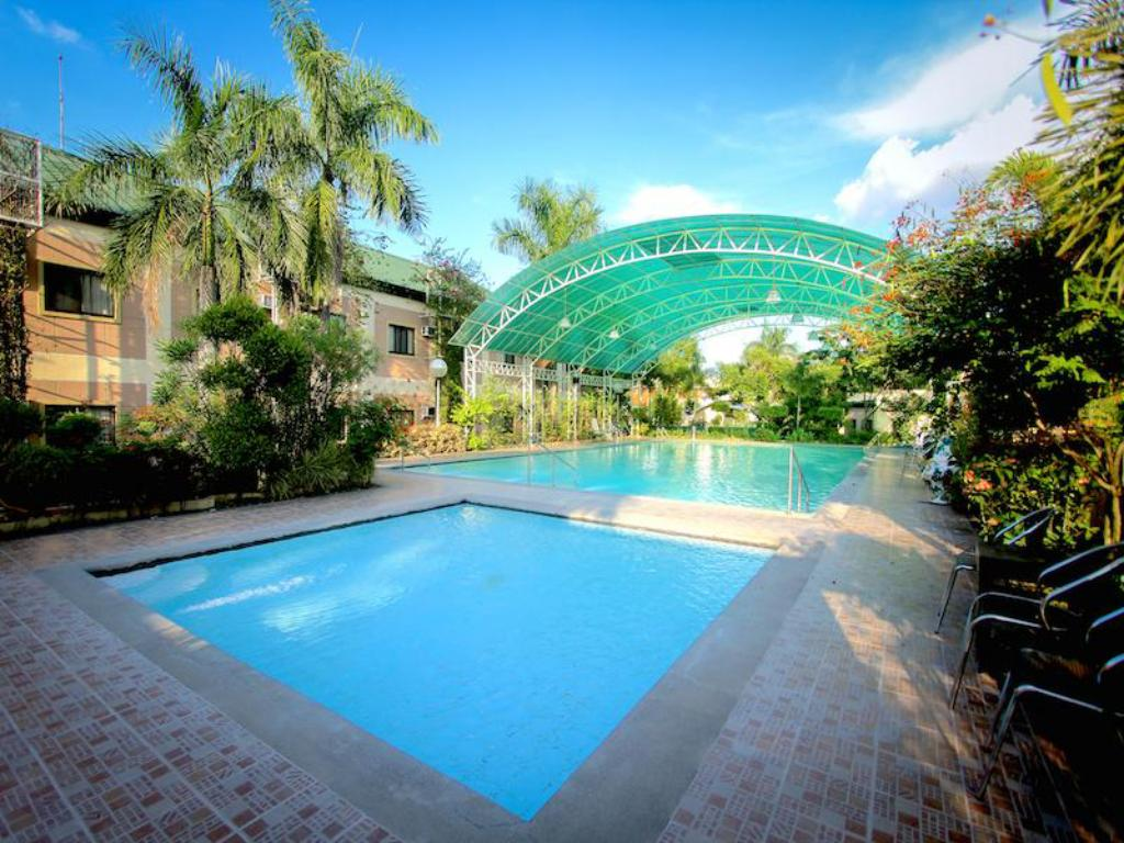 Swimming pool Luisita Central Park Hotel