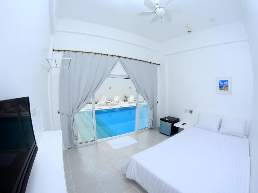 Pool Access - Guestroom Bluewave Hotel