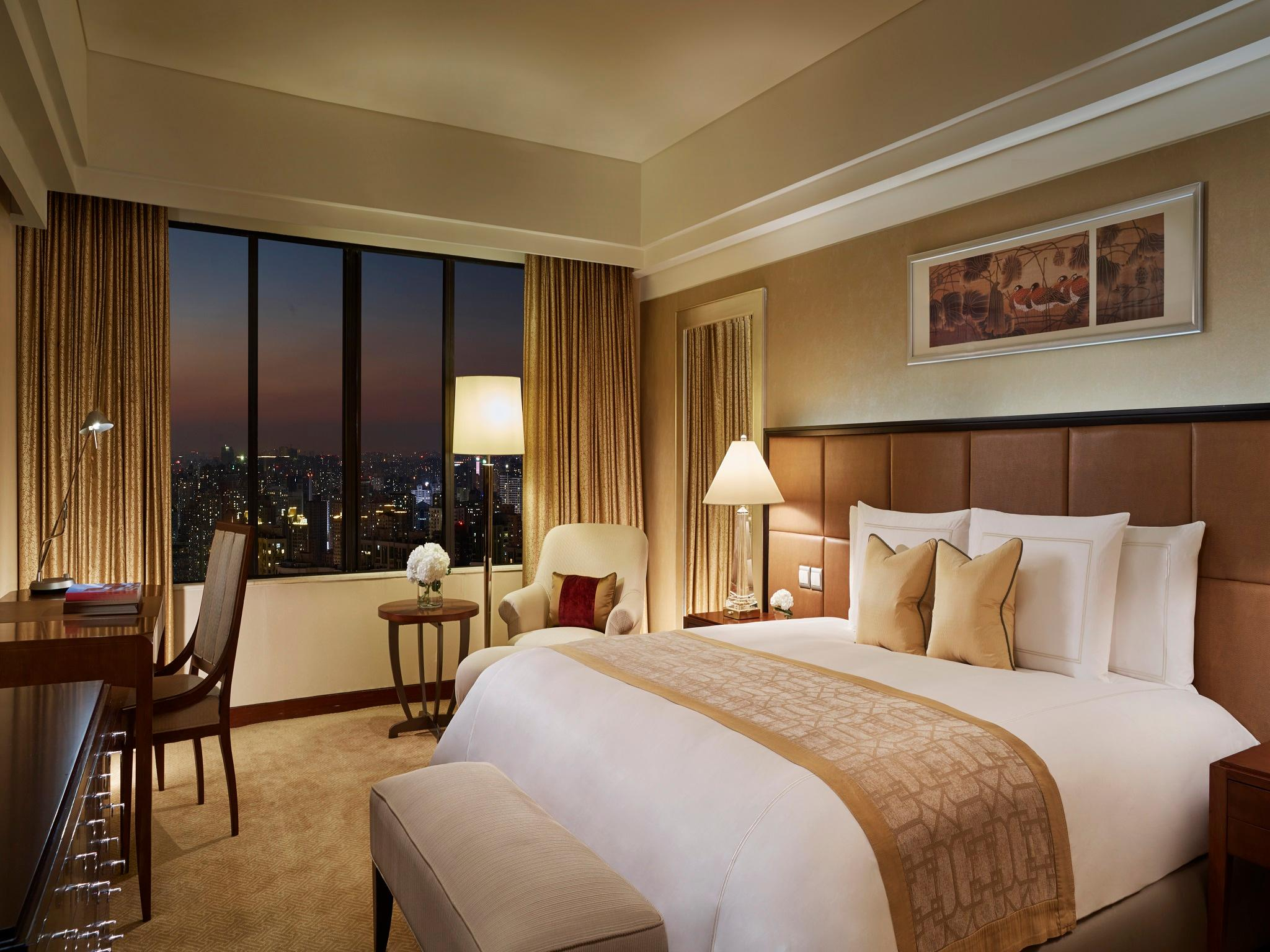 Shanghai Premier Room, Guest room, 1 King, Skyline view