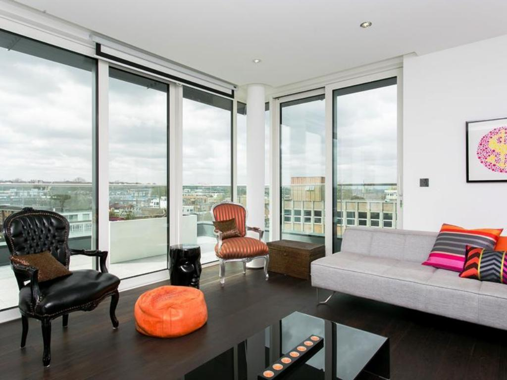Интериор на хотела Veeve  2 Bed Penthouse With Balcony Views Stamford Square East Putney