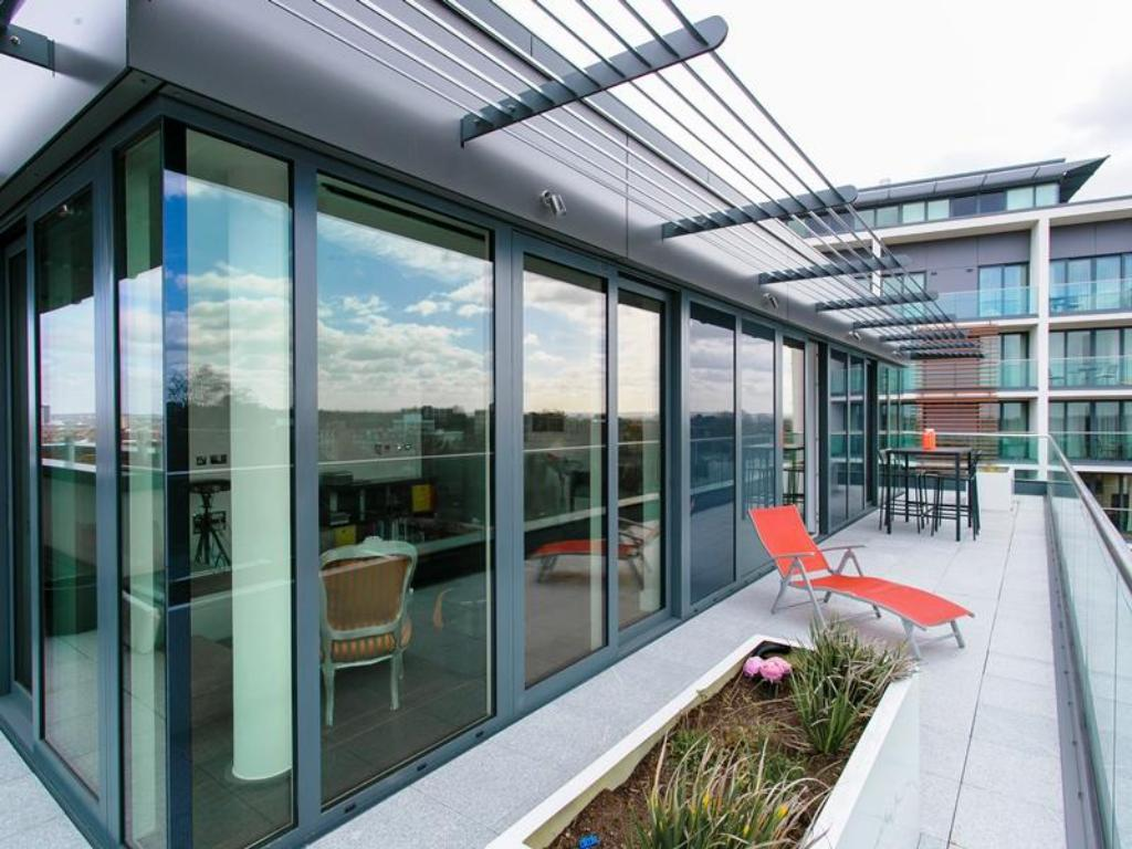 Lihat semuanya (32 foto) Veeve  2 Bed Penthouse With Balcony Views Stamford Square East Putney