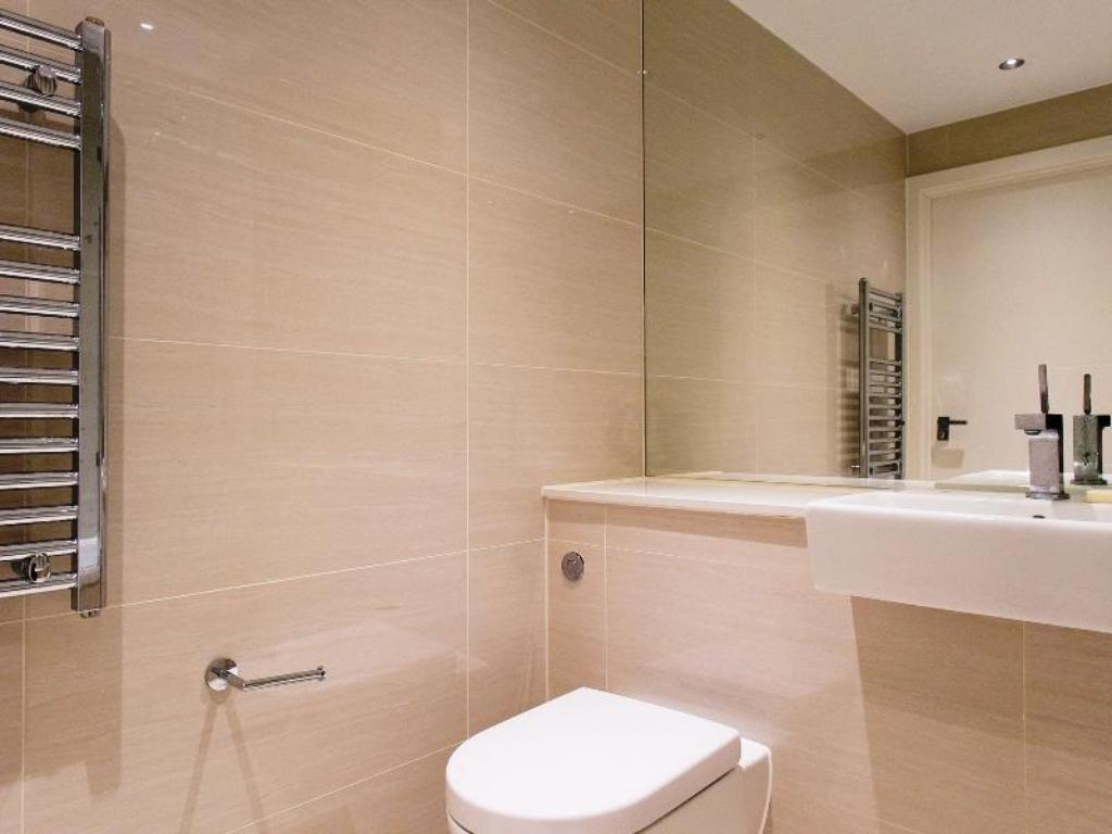 Veeve  2 Bed Penthouse With Balcony Views Stamford Square East Putney