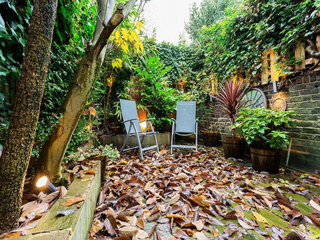 Taman Veeve  Beautiful And Bright 1 Bedroom Home On Parkhill Road Hampstead