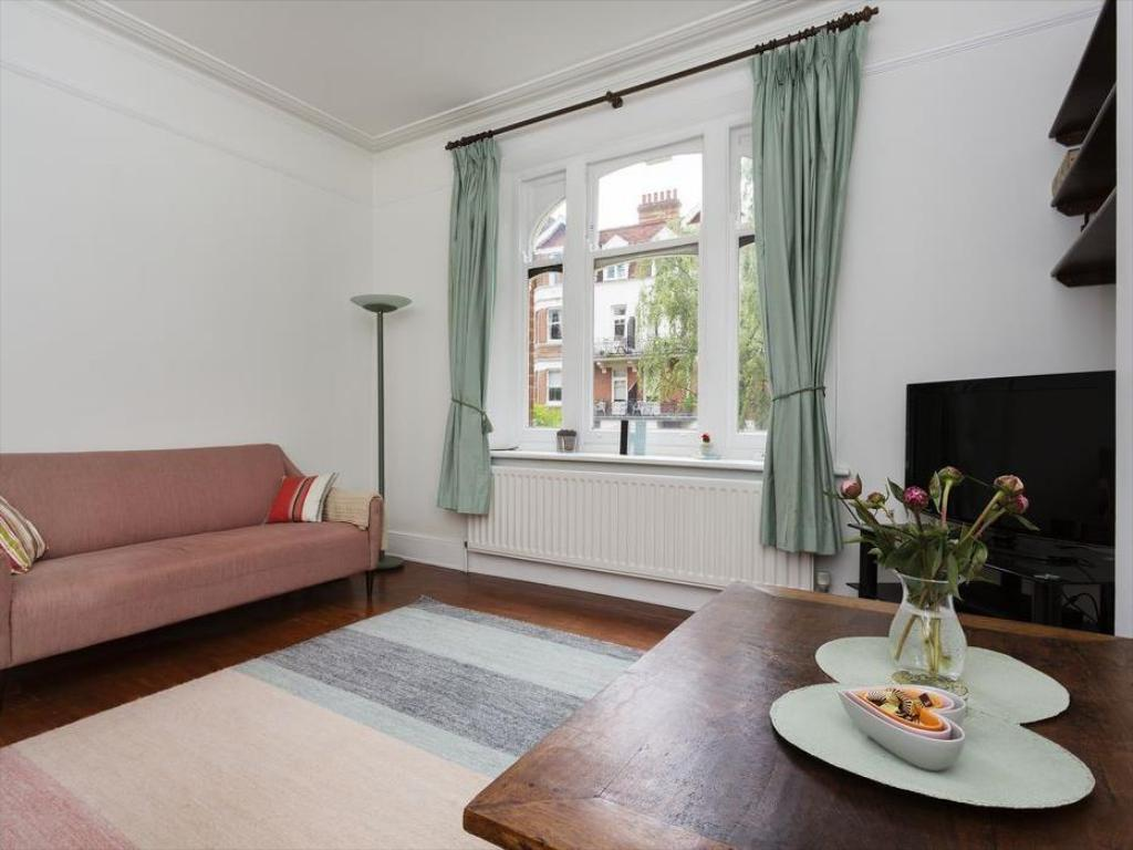 Interior view Veeve  2 Bed Flat Honeybourne Road West Hampstead