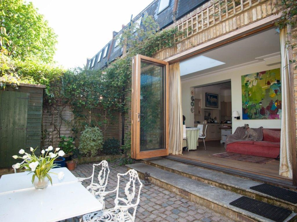 Taman Veeve  4 Bed Family Home On Cleveland Avenue Chiswick