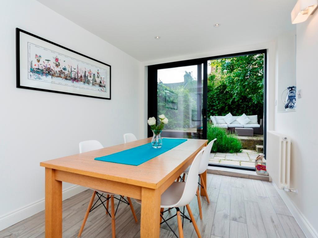 3 Bedroom Veeve  3 Bed Cottage Binns Road Chiswick