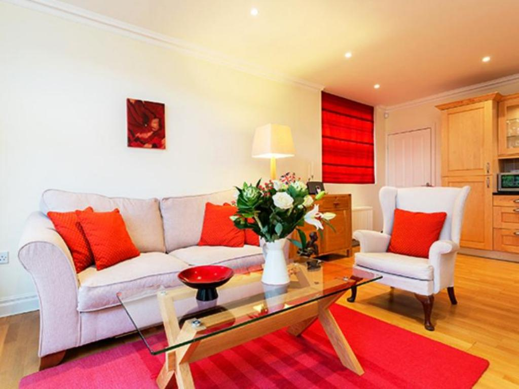 Tampilan interior Veeve  2 Bed 2 Bath Mews House West Hill Putney
