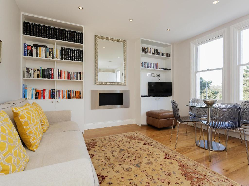 Veeve 2 Bed Flat On Fulham Palace Road Fulham (Veeve  2 Bed Flat On Fulham Palace Road Fulham)