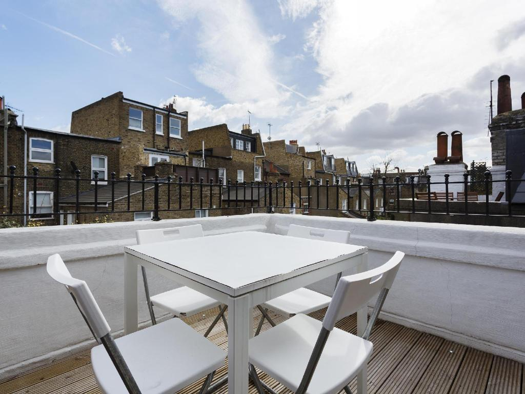 balkon/terasa Veeve 2 Bed Flat On Fulham Palace Road Fulham (Veeve  2 Bed Flat On Fulham Palace Road Fulham)