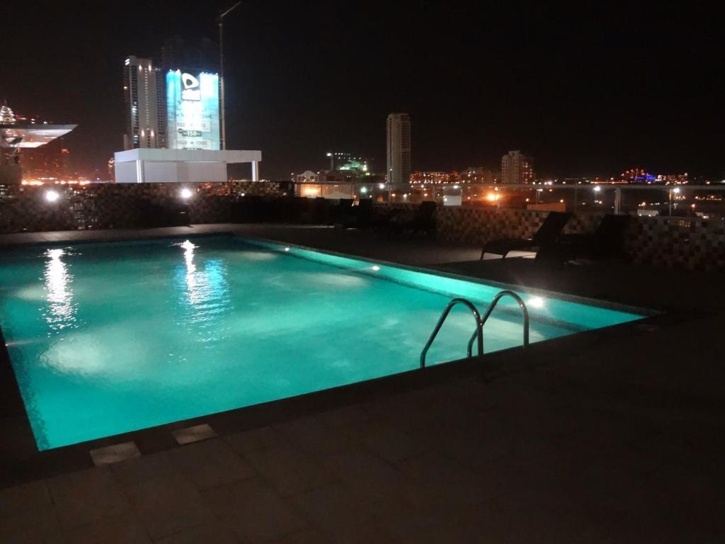 Basen Grand Midwest View Hotel Apartments