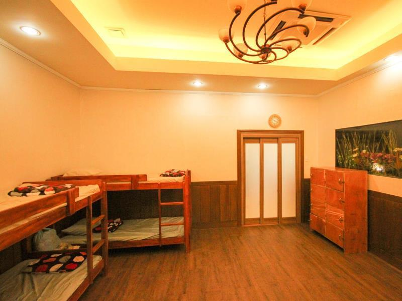 Dormitory 8 Beds (Female)