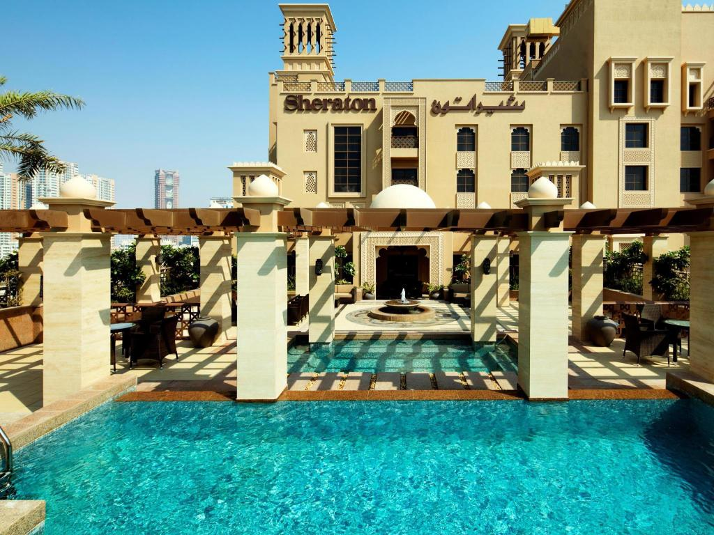 Swimming pool Sheraton Sharjah Beach Resort and Spa