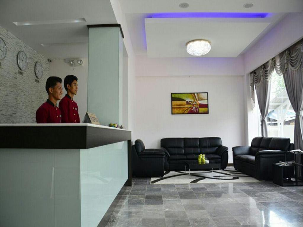 Лоби Platinum River View Hotel