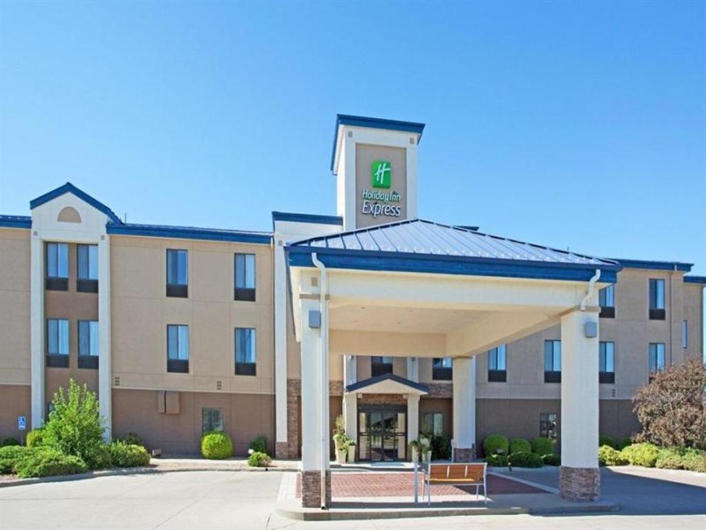 more about holiday inn express hotel suites garden city - Garden City Inn