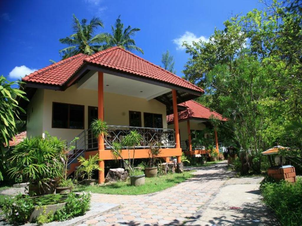 Superior Connecting Room