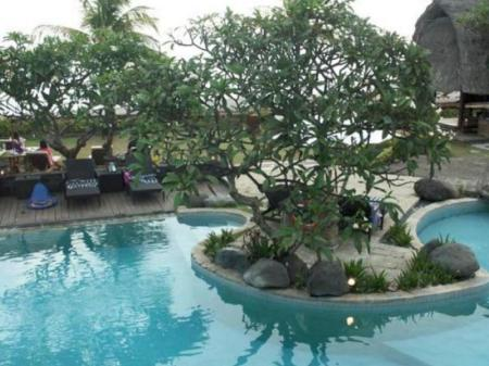 Swimming pool Grand Balisani Suites Hotel