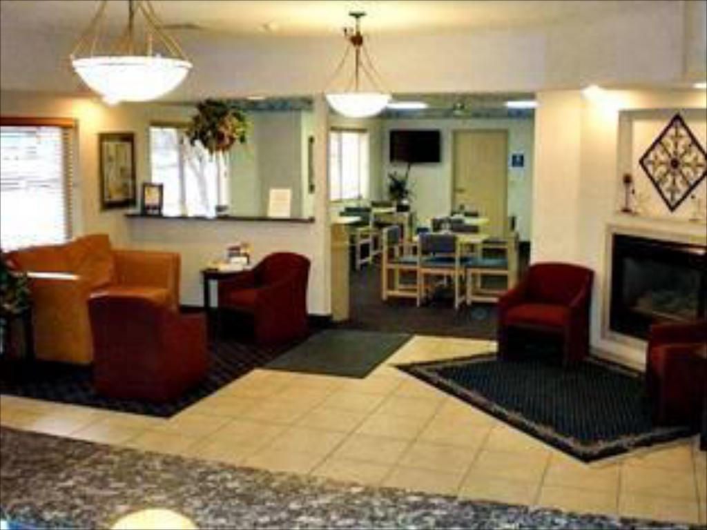 Lobby Holiday Inn Express Elkhart North - I-80/90 Exit 92