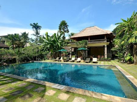 Swimming pool Pertiwi Resorts And Spa