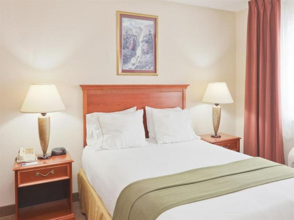 1 Queen Bed Studio Room Non-Smoking - Postel Holiday Inn Express Adrian Hotel
