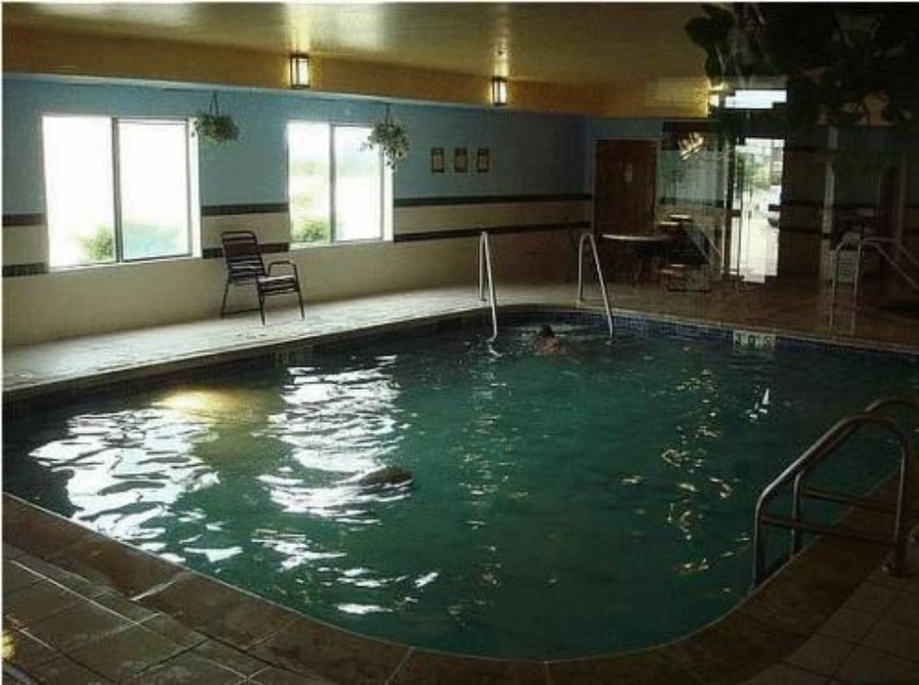 Holiday Inn Express Bloomington West In Bloomington Il Room Deals Photos Reviews
