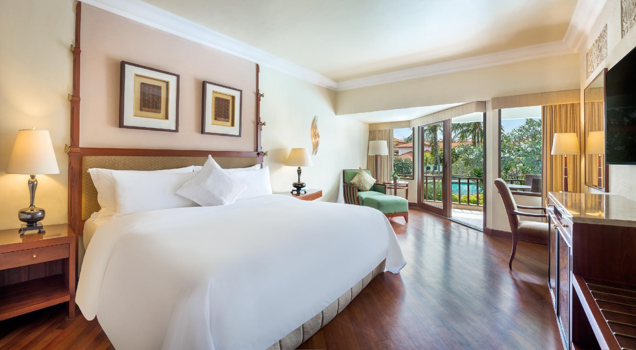 Deluxe Lagoon View, Guest room, 1 King, Balcony