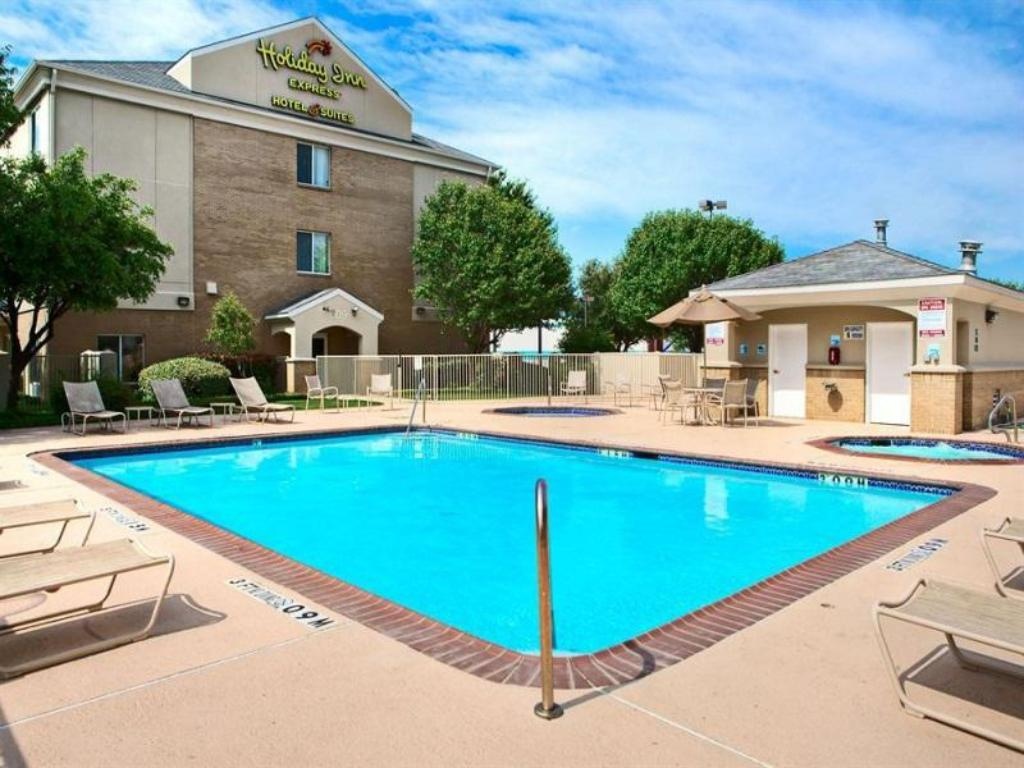 Swimming pool [outdoor] Holiday Inn Express Hotel and Suites DFW-Grapevine