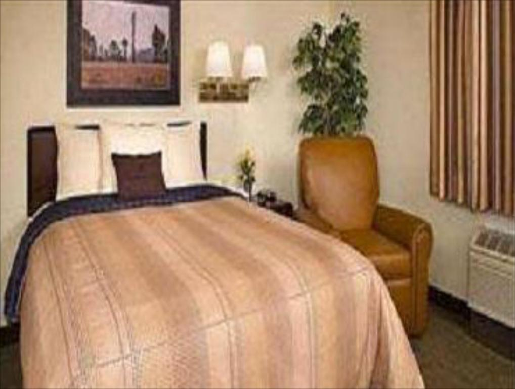 Deluxe Suite - Bed Candlewood Suites Nanuet-Rockland County