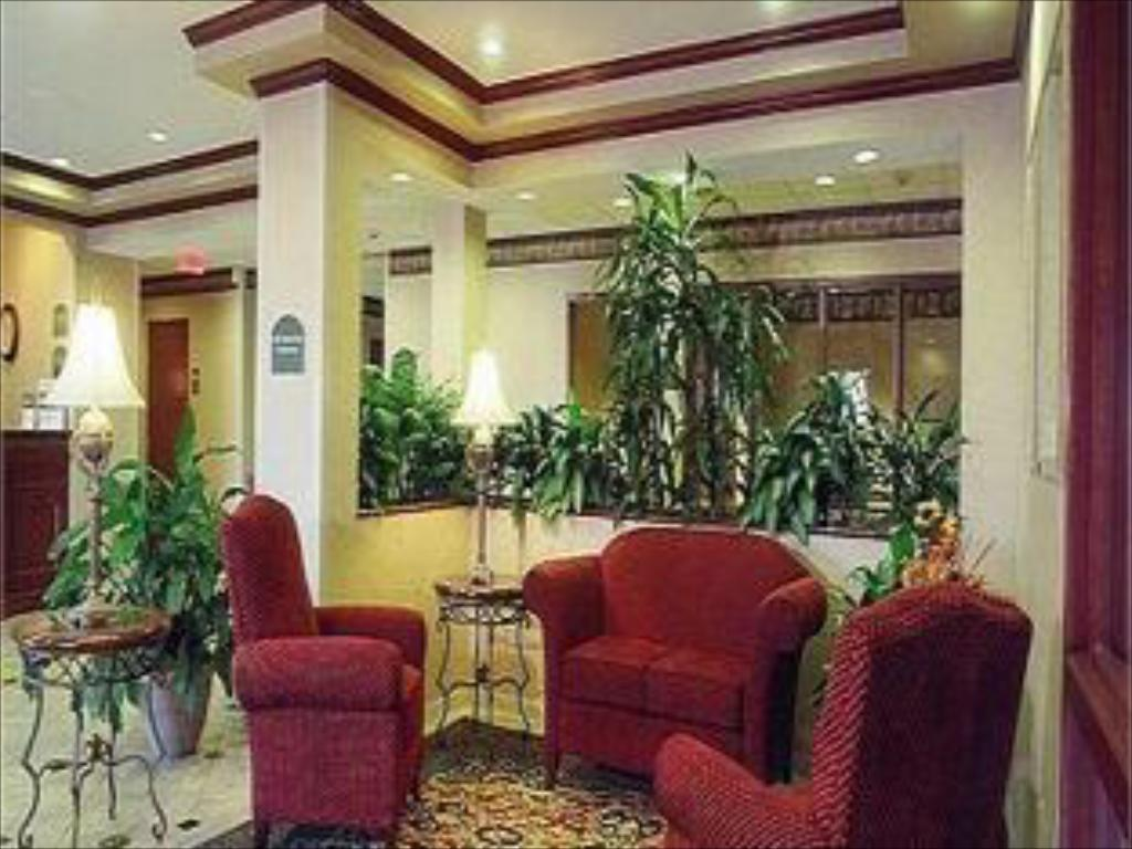Lobby Holiday Inn Express Hotel & Suites Dallas Lewisville
