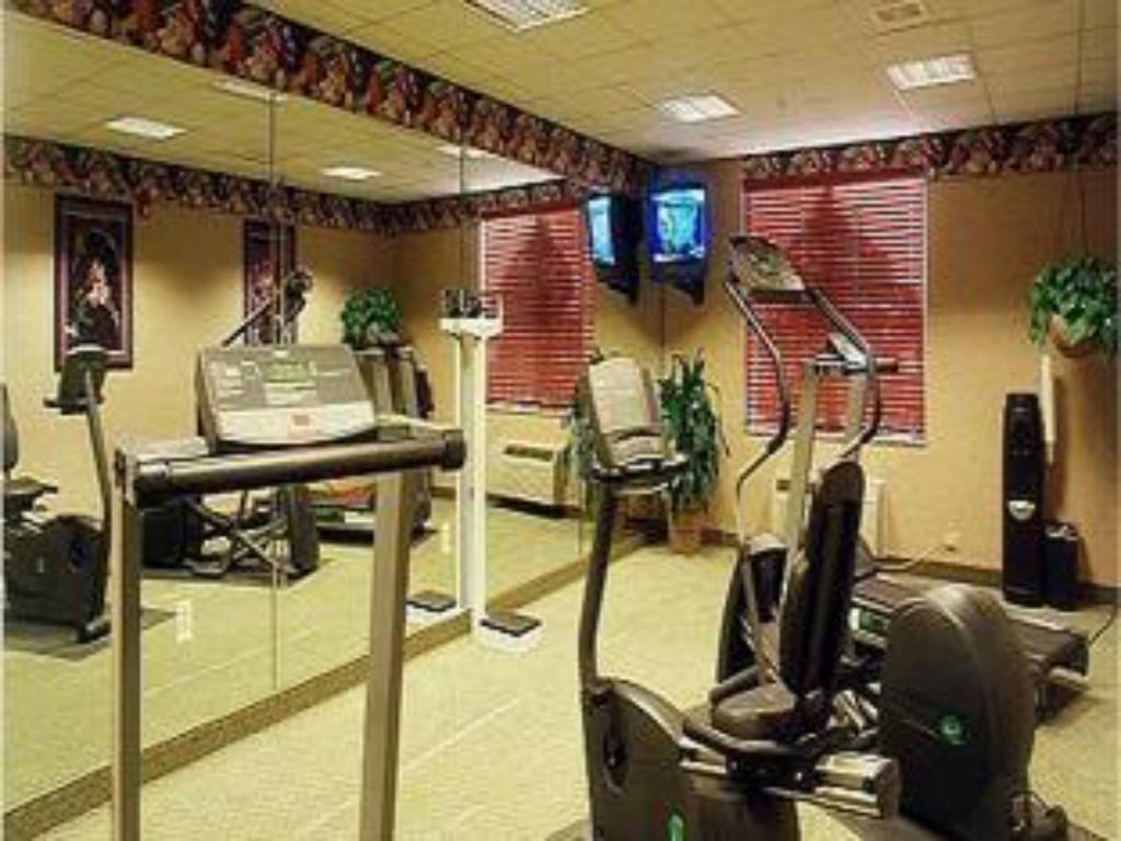 Fitness center Holiday Inn Express Hotel & Suites Dallas Lewisville