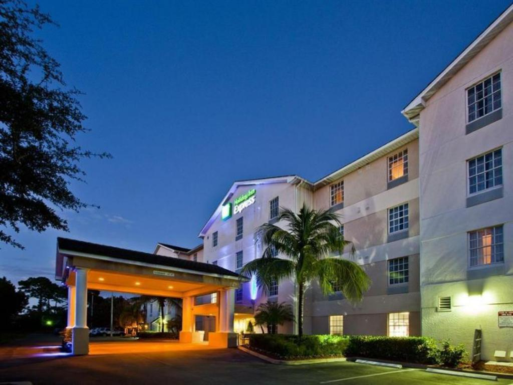 More About Holiday Inn Express Hotel Suites Bonita Springs