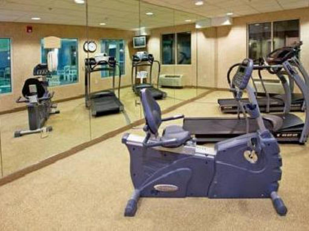 Fitness center Holiday Inn Express Hotel & Suites Elizabethtown