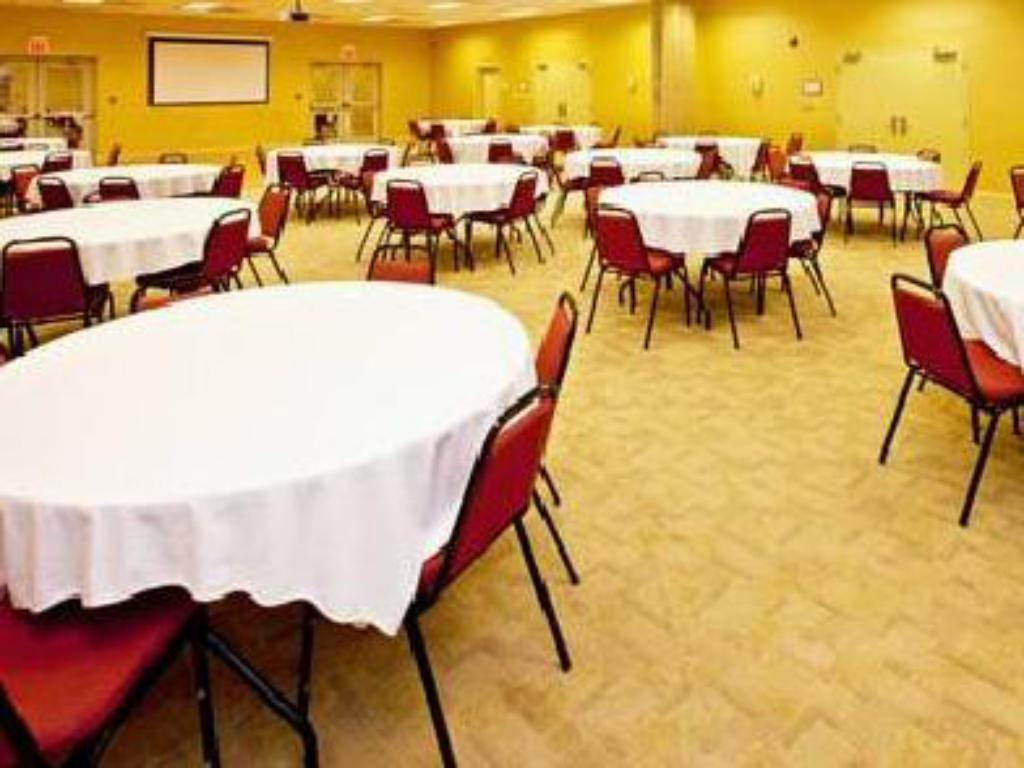 See all 17 photos Holiday Inn Express Hotel & Suites Elizabethtown