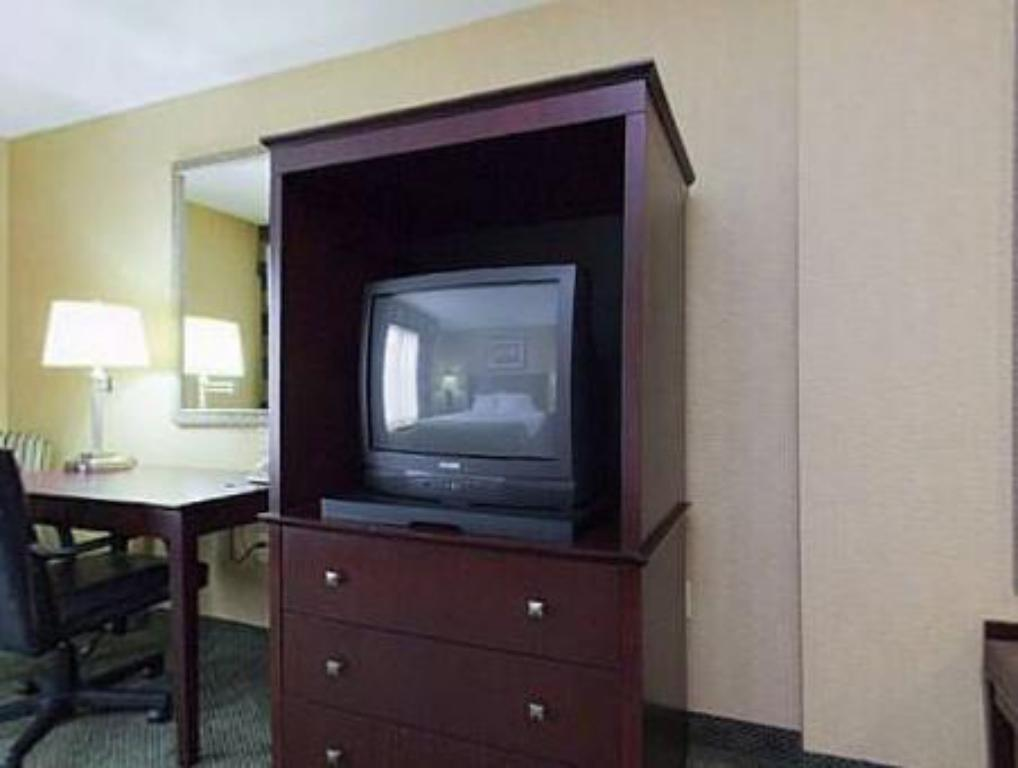 Interior view Holiday Inn Express Hotel & Suites Elizabethtown